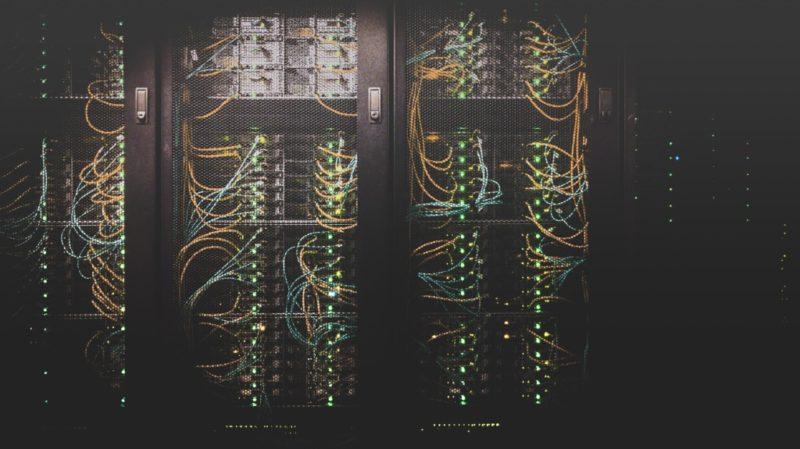 ラックにマウントされているサーバー